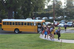 obhs students arrive by bus