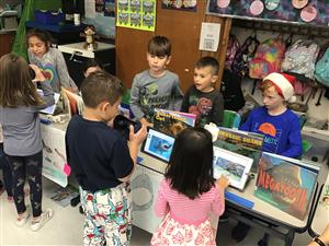 second graders use VR to tour museum