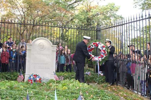 armed forces lay wreath at TR gravesite