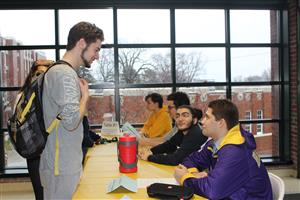 students seek advice at Alumni Day