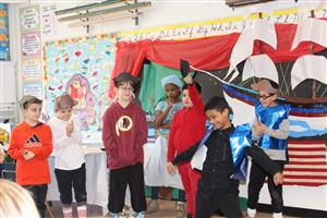 fourth graders act out American Revolution play