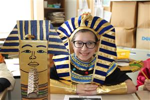 Student dressed as King Tut